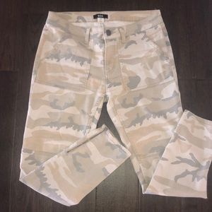 Urban Outfitters BDG Camo Denim Cropped Jeans💚